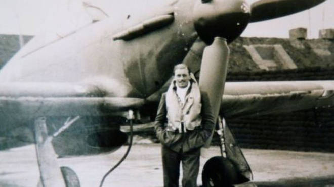 Maurice Mounsdon stood in front of his Hurricane aircraft