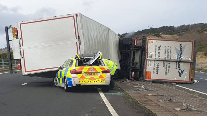 The police car was crushed by a lorry