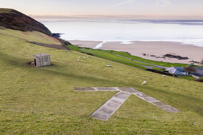 Second World War practice bombing range indicator and observation post, Vention Lane, Putsborough, Devon