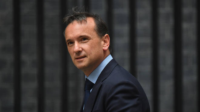 Alun Cairns cleared of breaching ministerial code