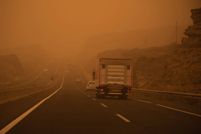 The sandstorm has covered Tenerife