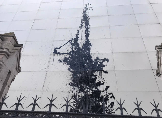The column of paint on the side of the Elizabeth Tower