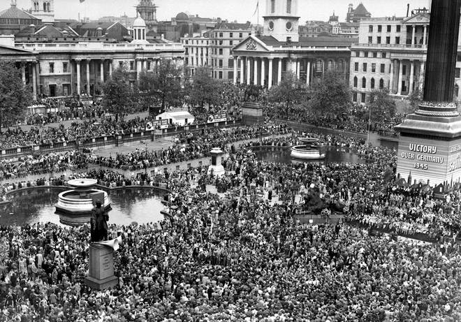 Huge crowds at Trafalgar Square in London celebrate VE Day on 08/05/45