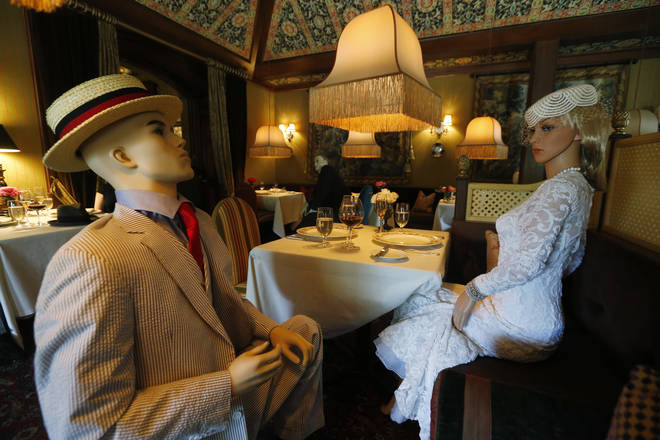 Mannequins dressed in fine 1940's-style attire were already theatrically staged in the venue