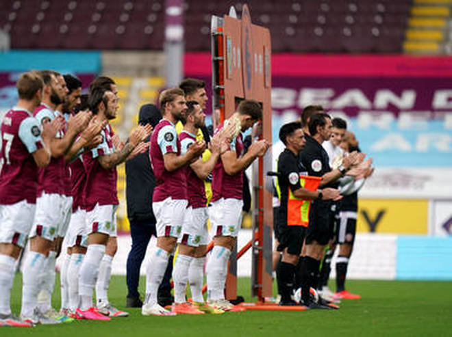 Players and match officials take part in minutes applause for NHS staff and key workers prior to the Premier League match at Turf Moor, Burnley