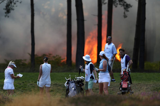 "A ""wall of flames"" has halted play at a golf course in Surrey"