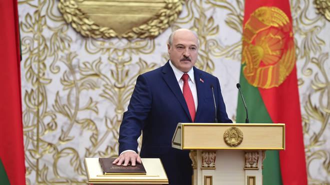 Alexander Lukashenko takes his oath of office