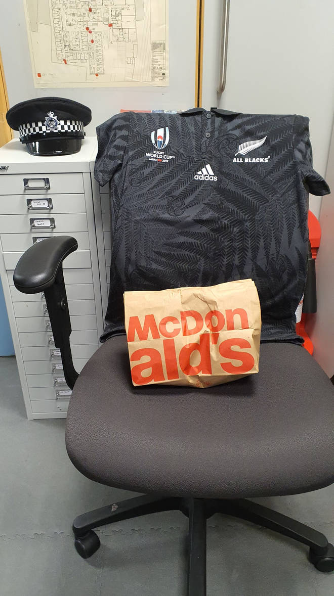 Sgt Lovelock posted a picture of the breakfast, which was accompanied by an All Blacks Rugby shirt, in honour of Sgt Ratana's background and enthusiasm for the sport