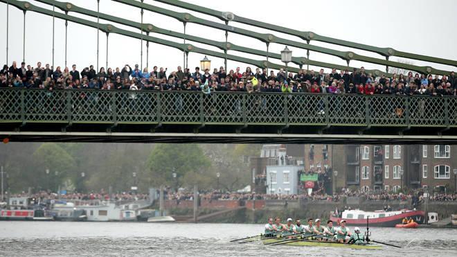 Spectators on Hammersmith Bridge