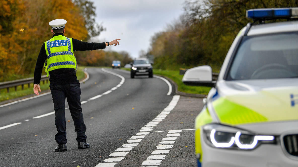 Welsh police stop couple crossing border to deliver Christmas presents to family