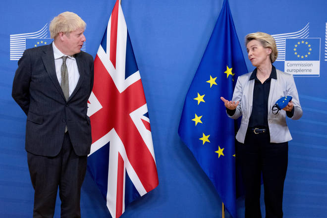 European Commission President Ursula von der Leyen (R) talks with British Prime Minister Boris Johnson