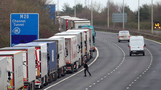 One lorry driver risks stepping into the dual carriageway along the M20