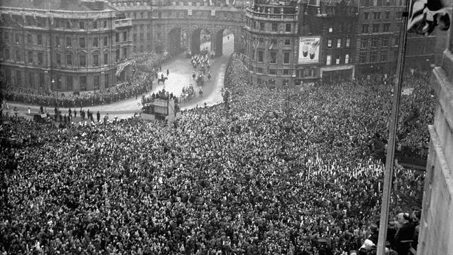 How London turned out for the Royal Wedding in 1947