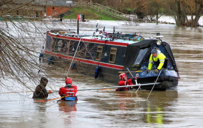 A canal boat got into difficulties on the River Ouse after it burst its banks on Boxing Day.
