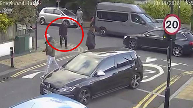 Knifeman threatens two motorists in Streatham