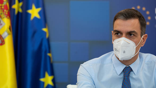 Pedro Sanchez wants his population vaccinated before holidays restart