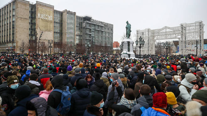 Protesters gather in Moscow in support of Alexei Navalny