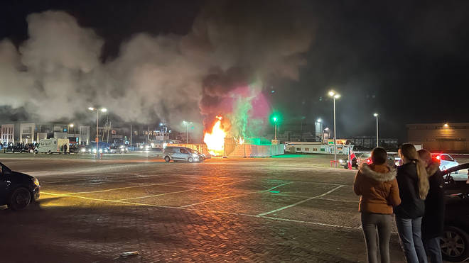 Young people set fire to a Covid test site in Urk, protesting the curfew.