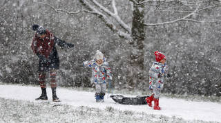 Heavy snow flurries will hit parts of the UK in the coming days