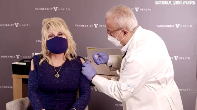 """""""That didn&squot;t hurt,"""" Dolly Parton said after receiving the jab."""