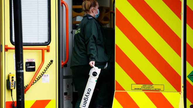 NHS workers in Scotland are to be offered a pay rise of at least 4%