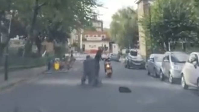 Heroic pedestrian stops moped thief