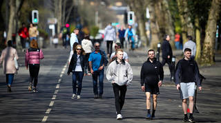 People are seen enjoying the sunny weather in Kelvingrove Park on April 16, 2021 in Glasgow