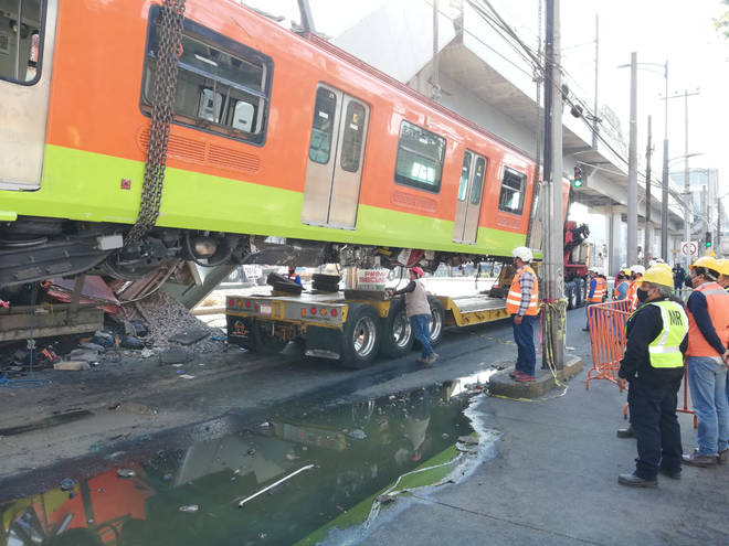 Work has began to remove a Metro train after a crash which killed 23 people, including children