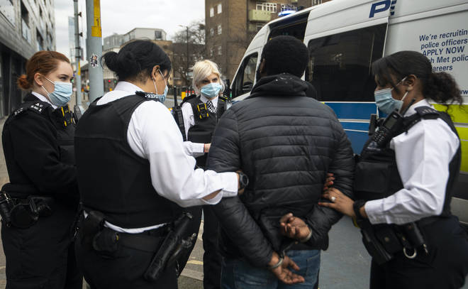 Metropolitan Police officers make an arrest (stock photo)