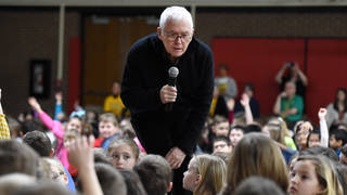 Children's book author and illustrator Marc Brown meets with Grandview Elementary School students.