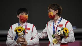 Bao Shanju, left, and Zhong Tianshi , of China