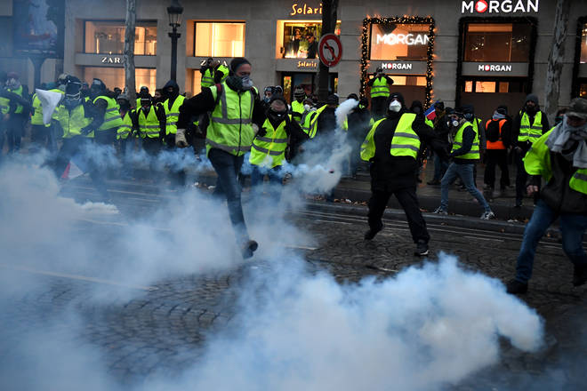 'Yellow Vest' protesters return to central Paris