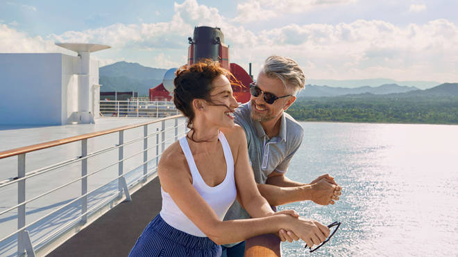 Enjoy yourself on the desk of the trans-Atlantic cruise