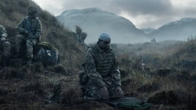 Muslim prays on battlefield