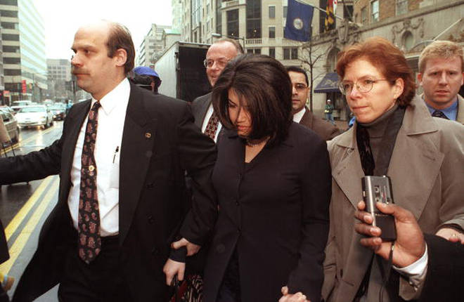 Monica Lewinsky fighting through crowds during Bill Clinton's impeachment trial