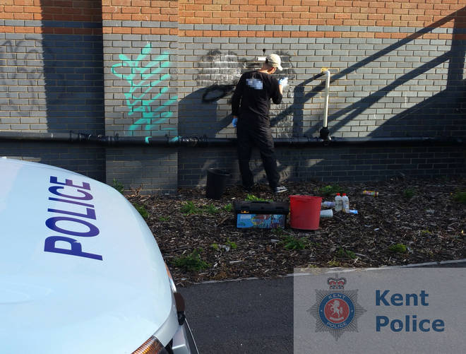 Graffiti vandal spends afternoon removing his tags