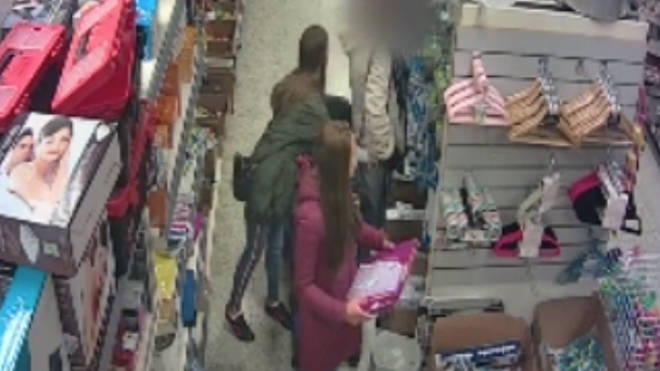 Police want to trace two women who stole from an elderly woman in a shop in London