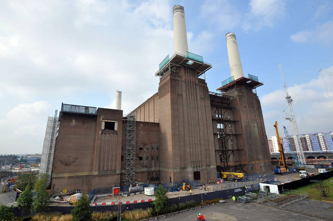 """Roads have been closed around Battersea power station as police deal with  """"security alert"""""""