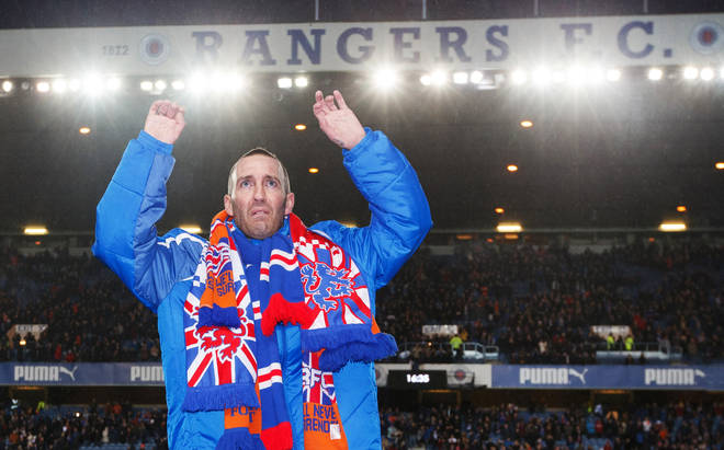 Former Rangers player Fernando Ricksen has died at age 43 after a six-year battle with motor neurone disease.