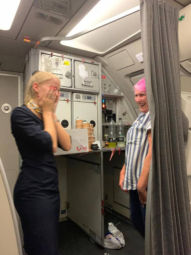 The passengers offered a collection to the Thomas Cook cabin crew, after they flew them home unpaid